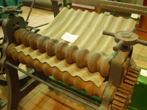 Early manual corrugated iron roller. On display at Kapunda museum, South Australia Picture taken August 2007 by Peripitus