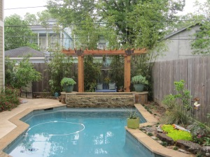Pergola for a projection screen