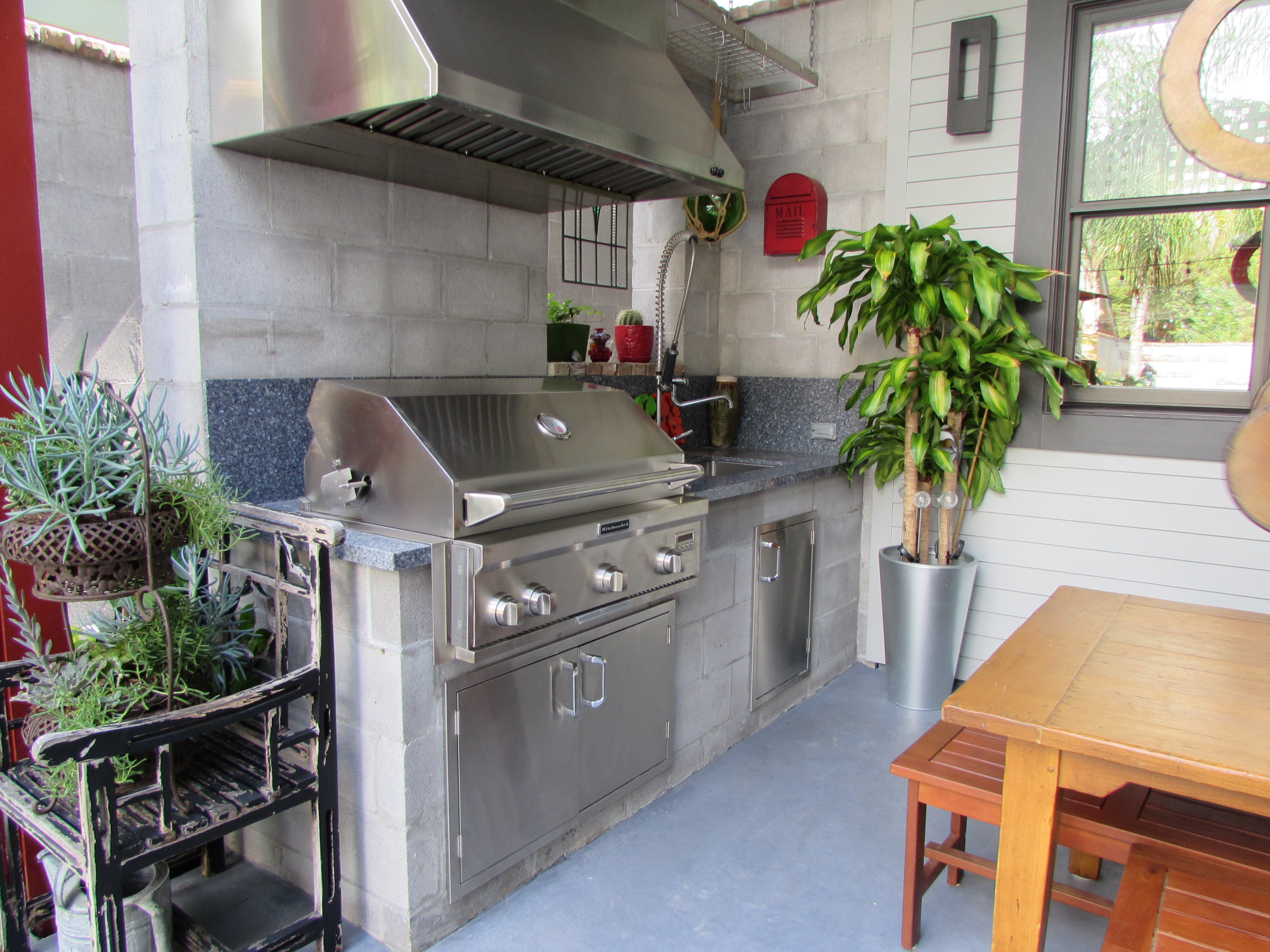 Heights garden club tour arts and crafts style home full for Outdoor kitchen under deck