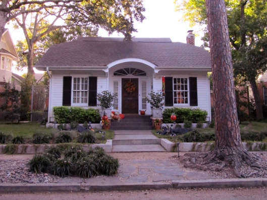 I would love to trick or treat at this house!