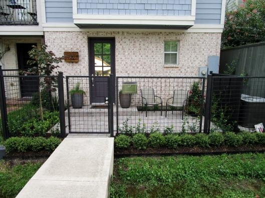 Patio courtyard by Ravenscourt Landsacping & Design LLC
