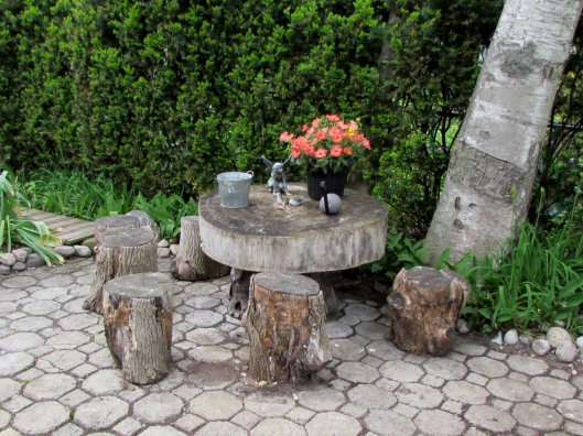 Rustin table and stools from tree trunk
