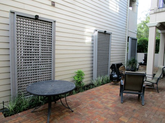 Mirrored lattice screen with wire trellising.