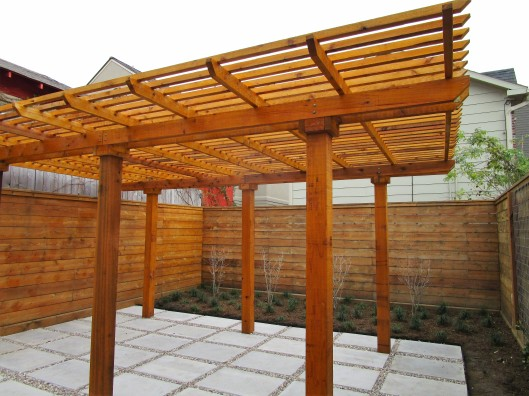 Pergola in Midtown Houston - Ravenscourt Landscaping & Design LLC